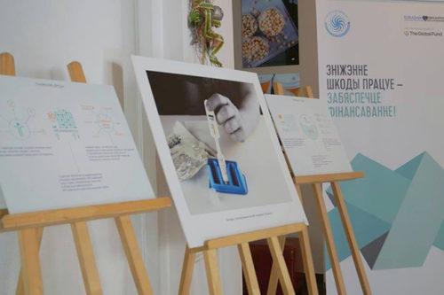 Фотовыставка «Мост в будущее» изменяет отношение к людям. Фото: Екатерина Парфенюк